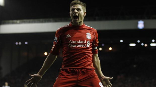 Steven Gerrard celebra un gol con el Liverpool