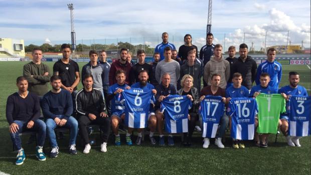 La plantilla del Atlético Baleares ha presentado als camisetas este viernes