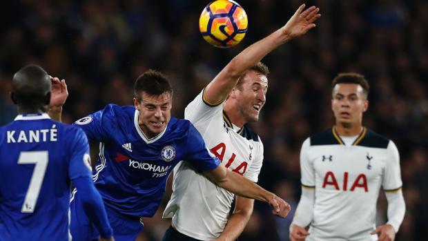El Chelsea se aferra al liderato