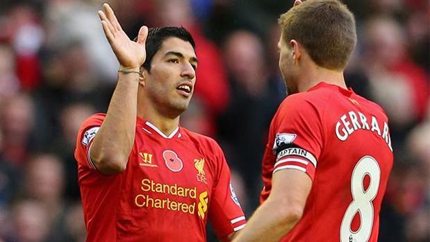 Suárez y Gerrard, en una imagen de 2013
