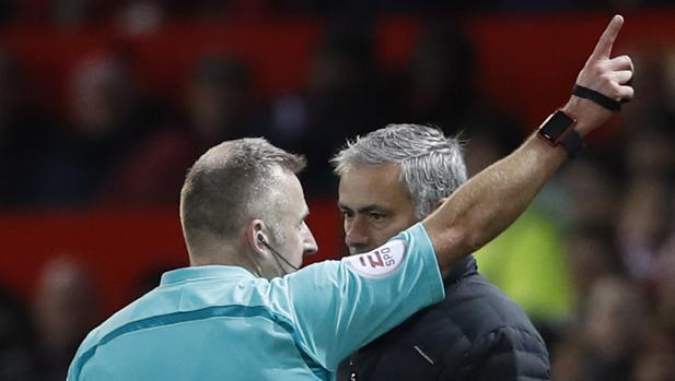 Manchester United-West Ham:  Mourinho la lía y acaba siendo expulsado