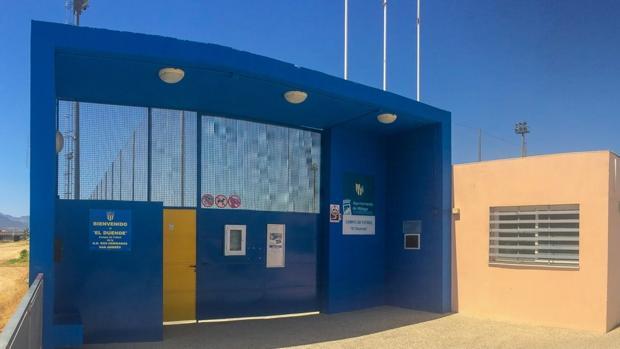 Entrada de acceso al Estadio El Duende, la casa del Dos Hermanas-San Andrés