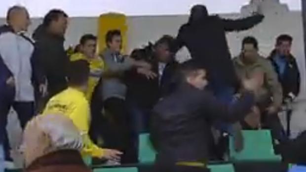 Pelea entre aficionados del CP Amanecer y el CD Badajoz