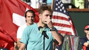Un emocionado Wawrinka se rinde a Federer: «Oh, se está riendo, es un imbécil»