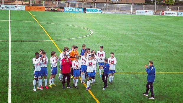 Jugadores de las categorías inferiores del Rayo Majadahonda, durante un partido
