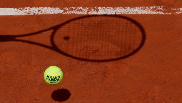 Imagen de la pelota oficial del torneo durante un encuentro en París