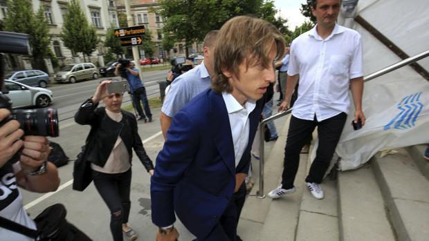 El futbolista croata del Real Madrid a la entrada del Tribunal.