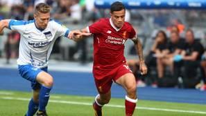 Coutnho en un partido entre el Liverpool y el Hertha de Berlín