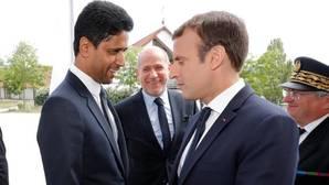 El presidente de Francia, Emmanuel Macron, con el jeque Nasser Al-Khelaifi, dueño del PSG