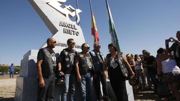 Admiradores y amigos despiden a Ángel Nieto en el Circuito de Jerez