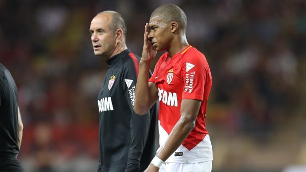 Mbappé se retiró lesionado
