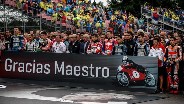 Homenaje de los pilotos a Ángel Nieto en Brno