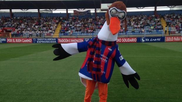 Valentina, la mascota del Extremadura