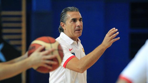 El seleccionador Sergio Scariolo, durante un entrenamiento en Madrid
