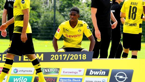 Ousmane Dembélé en la foto del equipo del Borussia Dortmund