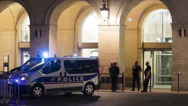 La estación de Nimes, evacuada por la Policía francesa