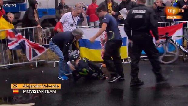 Alejandro Valverde en el momento de la caída