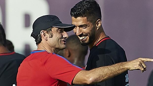 Valverde y Luis Suárez, durante un entrenamiento del Barcelona