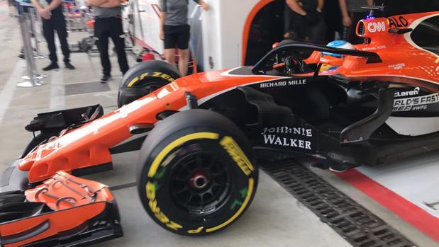 Fernando Alonso sale a pista en los primeros libres de Monza