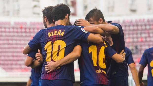 Los jugadores del Barcelona B celebrando un gol