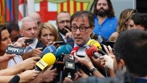 Agustí Benedito dando unas explicaciones sobre la recogida de firmas