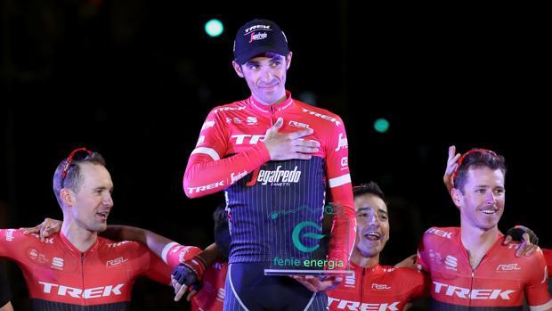 Alberto Contador agradece el aplauso del público en Madrid