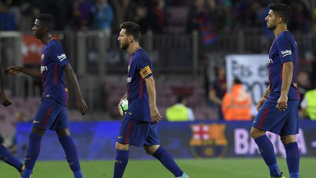 Los jugadores del Barcelona durante un partido de Liga