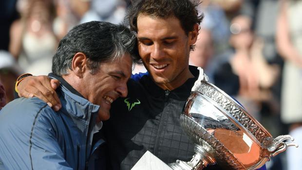 Toni y Rafa Nadal, después de ganar Roland Garros en 2017