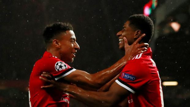 El United se gusta en su vuelta a la Champions