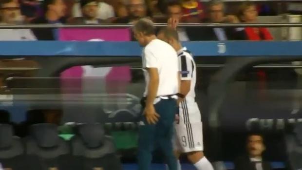 Barcelona-Juventus:  Feo gesto de Higuaín a la grada del Camp Nou