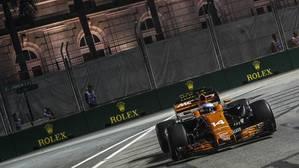 Fernando Alonso, durante los entrenamientos libres en Singapur