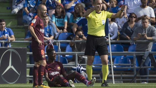 Fernández Borbalán solicita las asistencias médicas tras la lesión de Dembélé