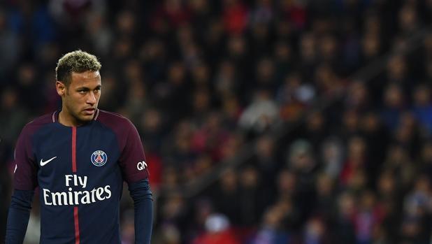 Neymar durante el partido ante el Olympique de Lyon