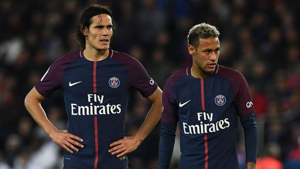 Neymar y Cavani, durante el partido ante el Lyon