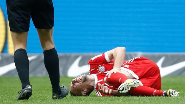 Franck Ribery se duele de la lesión que se produjo ante el Hertha