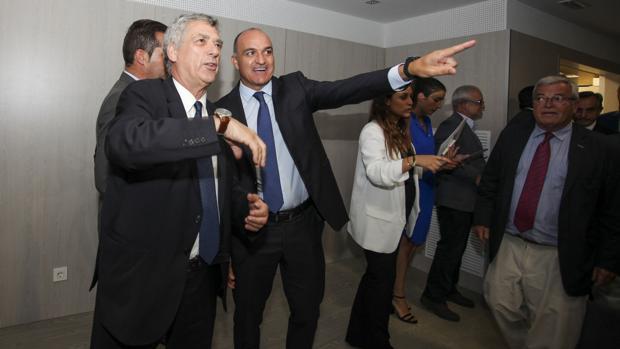Villar y Subies, tras ser reelegido este como presidente de la Federación Catalana