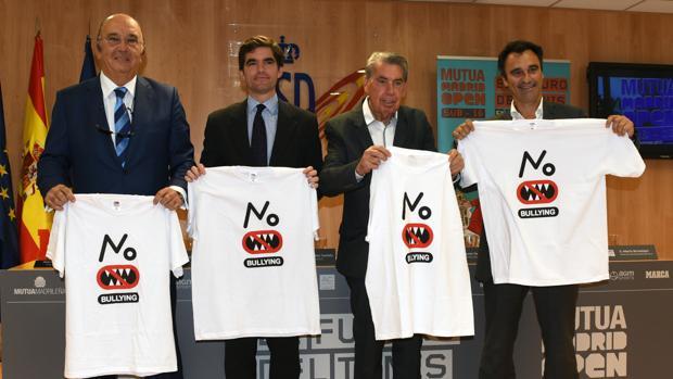 Miguel Díaz Román (Federación Española de Tenis), Jaime González Castaño (Consejo Superior de Deportes), Manuel Santana (Mutua Madrid Open) y Alberto Berasategui (Mutua Madrid Open), este lunes en el CSD