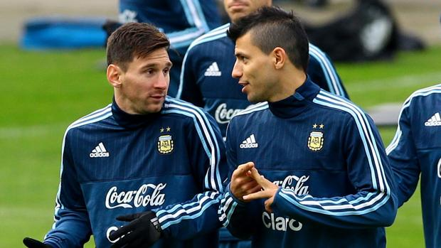 Messi y Agüero, en una concentración de la selección argentina