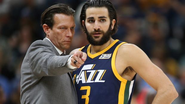 Ricky escucha las indicaciones de su entrenador