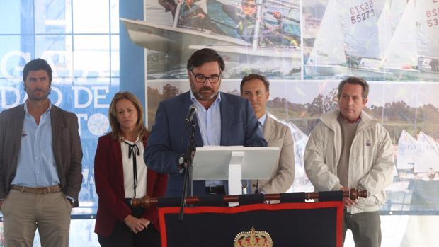 Santiago Villagrán, presidente del RCN de El Puerto, durante su intervención.
