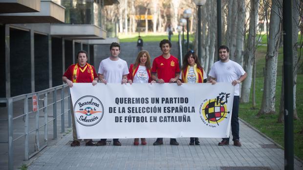 Miembros de la plataforma Barcelona con la selección