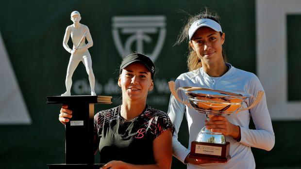 Bara y Danilovic, con los trofeos del BBVA Open Ciudad de Valencia