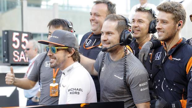Alonso, con miembros de su equipo
