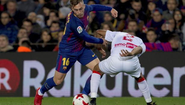 Gerard Deulofeu intenta un regate durante el partido de Copa ante el Murcia