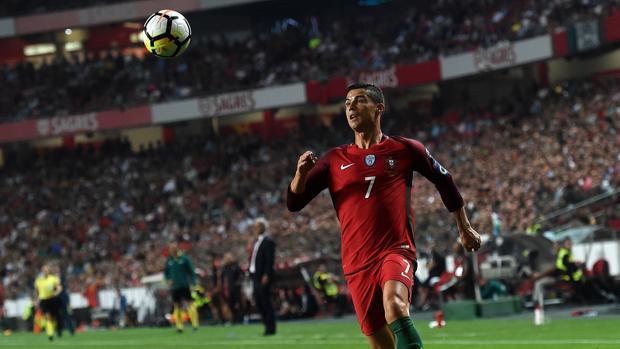 Cristiano, en un partido con Portugal