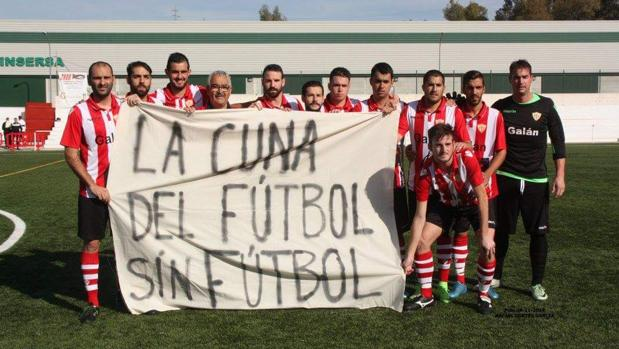 Protesta de los jugadores del Riotinto Balompié el pasado 26 de noviembre