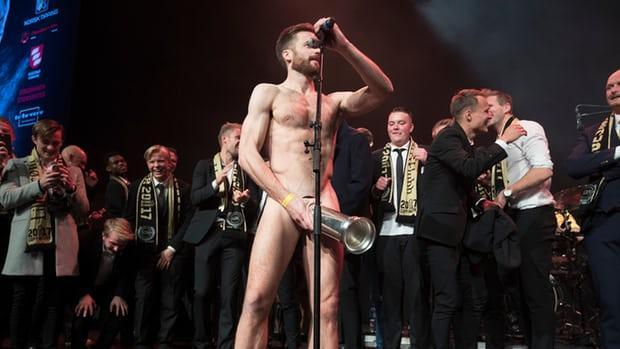 Melgavis, con el trofeo de la Copa noruega