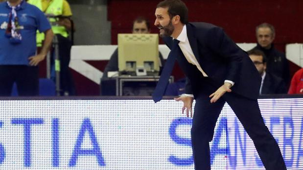 Sito Alonso gesticula durante un partido del Barcelona