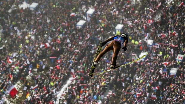 Kamil Stoch, durante su último salto en Bischofshofen