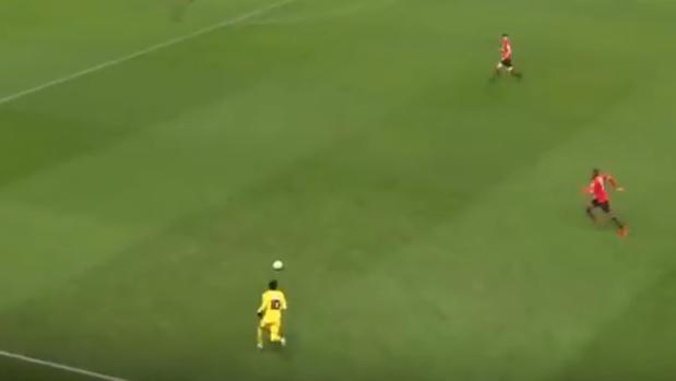 Neymar condujo la rápida contra y acabó marcando el tanto